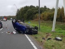 Bestuurster slaat over de kop op N2 bij Eindhoven maar hoeft niet naar ziekenhuis