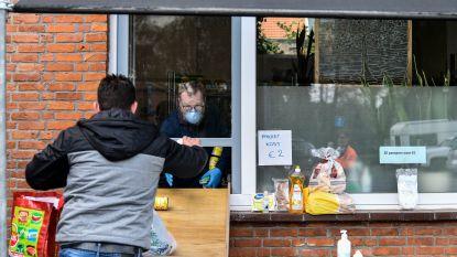 """Meer niet-Gentenaars trekken naar stad voor hulp sinds coronacrisis: """"Man uit Nevele fietste naar voedselbedeling in Citadelpark"""""""