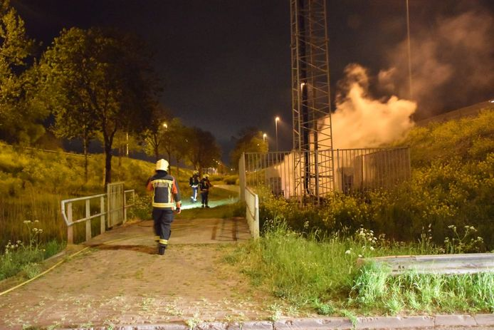 Brand bij een zendmast in Waddinxveen in de nacht van 25 april.