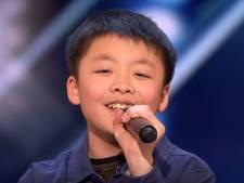 Jong zangtalentje krijgt voor perfecte auditie jong hondje van Simon Cowell