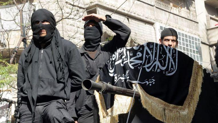 Leden van de Syrische militantengroep Jabhat al-Nusra. Steeds meer Nederlandse jihadisten sluiten zich waarschijnlijk bij hen aan. Beeld afp