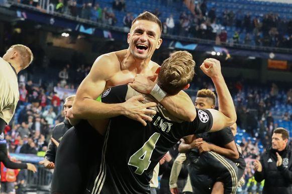 Dusan Tadic en Matthijs de Ligt vieren in Madrid.
