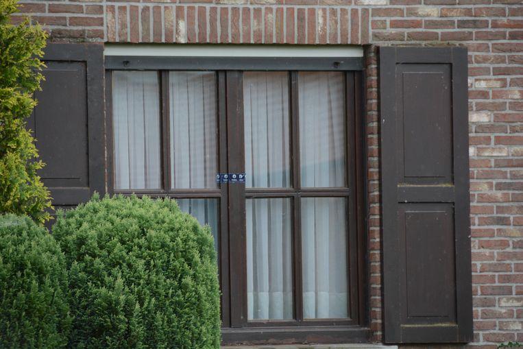 Alle ramen en deuren van de woning zijn intussen verzegeld.