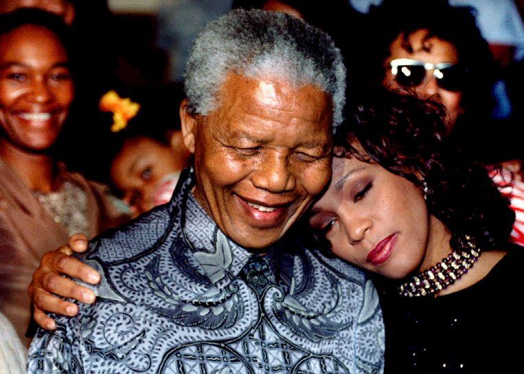 Whitney Houston met Nelson Mandela in 1994. Beeld reuters