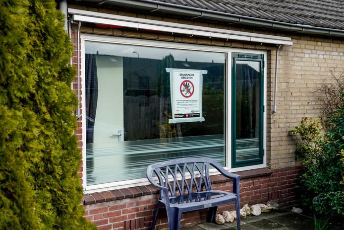 De woning in de Freesiastraat in Oosterhout is per direct gesloten.
