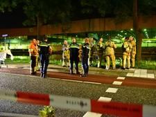Hulpdiensten massaal uitgerukt voor auto in Merwedekanaal