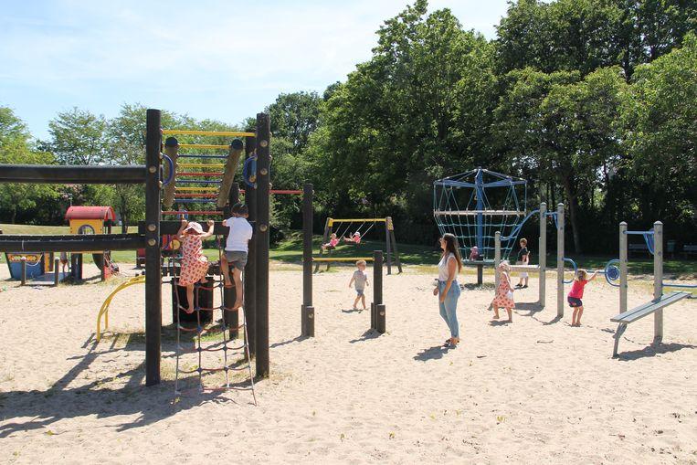 De speelpleinen mochten overal weer open en dat zorgde voor heel wat blije gezichten. Ook in Izegem, zoals hier op speelplein De Krekel.