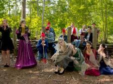 Perplex leeft eigen sprookje: theatergroep verbindt generaties op podium
