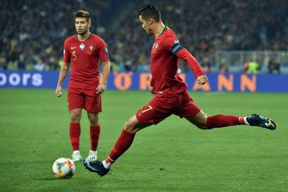 Ronaldo in actie tegen Oekraïne.