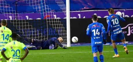 Genk, à dix, manque un penalty et partage les points face à La Gantoise