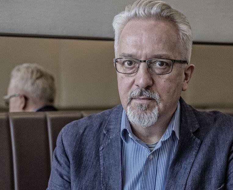 Alan Hollinghurst baseerde zijn nieuwste roman losjes op de seksaffaire rondom parlementslid John Profumo die het Verenigd Koninkrijk in de jaren '60 in zijn greep hield  Beeld Patrick Post