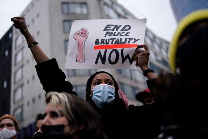 De demonstratie na het overlijden van de aangehouden stadsgenoot in Brussel begon vreedzaam.