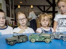 Bevrijdingsmuseum Nieuwdorp krijgt handgemaakt speelgoed