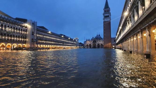 Vloedgolven en defecte waterkering zetten Venetië onder water