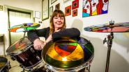 Op dit drumstel mag je vooral niet roffelen: kunstenares stelt glazen muziekinstrument tentoon