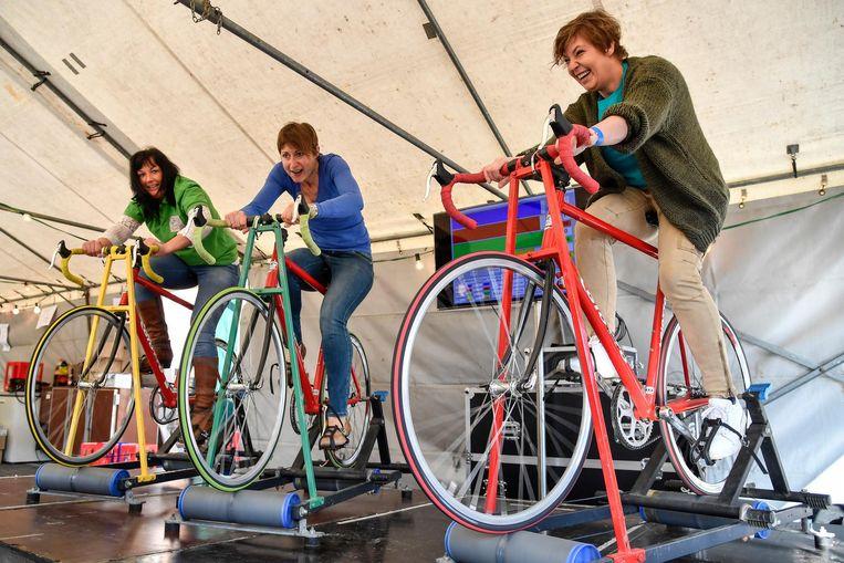 De buurt kon een hele dag fietsen op rollen.