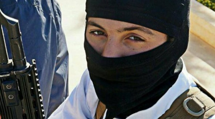 """Marouane B. met kalasjnikov: """"Ik moet mezelf kunnen verdedigen."""""""