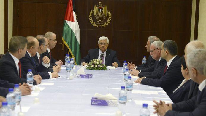 le président palestinien Mahmoud Abbas et les membres du nouveau gouvernement (illustration)