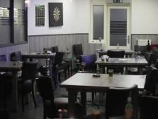 Politie doet invallen in Haags café en illegaal gokhuis, minimaal een persoon aangehouden