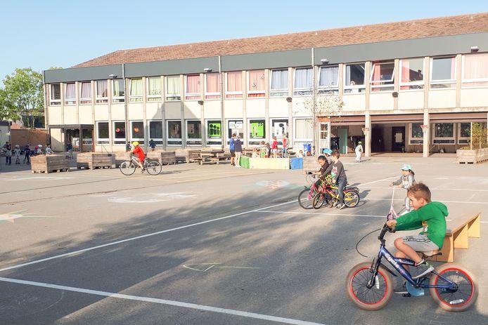 De speelplaats was vandaag een fietsparcours.