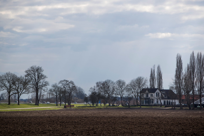 De nog aan te leggen Rondweg om De Hoven loopt na de aanleg onder meer over de voormalige boerderijgronden van de Brummense agrariër Jan Gemmink.