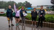 """Eerste zwemmers melden zich om 9.30 uur in de regen: """"Lang genoeg naar uitgekeken"""""""