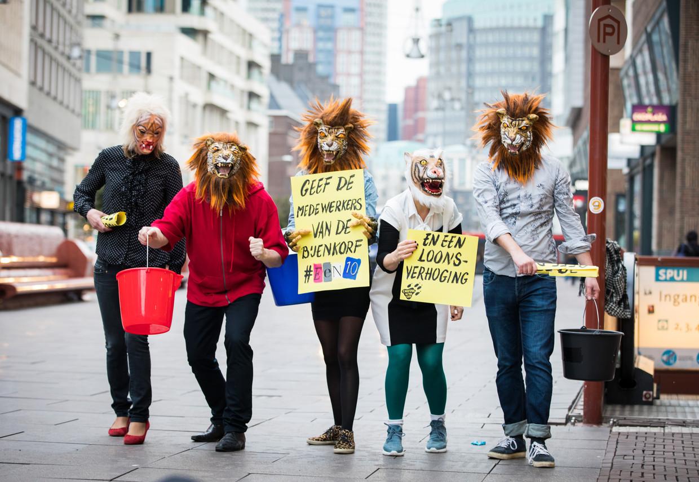 De actiegroup Cheetahs in the City steunt medewerkers van de Bijenkorf in hun strijd voor loonsverhoging in maart 2018.  Ook met de Bijenkorf-cao ging de FNV niet akkoord, terwijl het CNV dat wel deed. Beeld Martijn Beekman