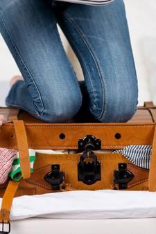 Vrouwen proppen twee keer zoveel in hun koffer als mannen