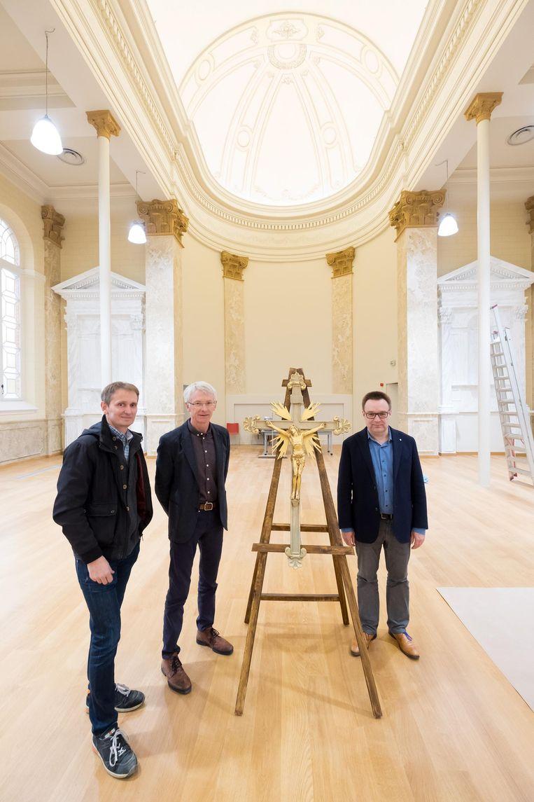 Jurgen Moons, Rob Vanderbeek en Wouter Roels in de vernieuwde Aloysiuskapel.