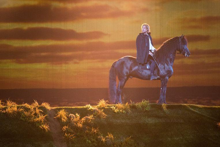 Acteur Jelle de Jong op een paard.  Beeld Simon Lenskens