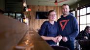 """Hij runt café Barbok, zij opent 270 meter verder café De Kanunnik: """"Het wordt puzzelen om bij de kinderen te kunnen zijn, maar we vormen een goed team"""""""