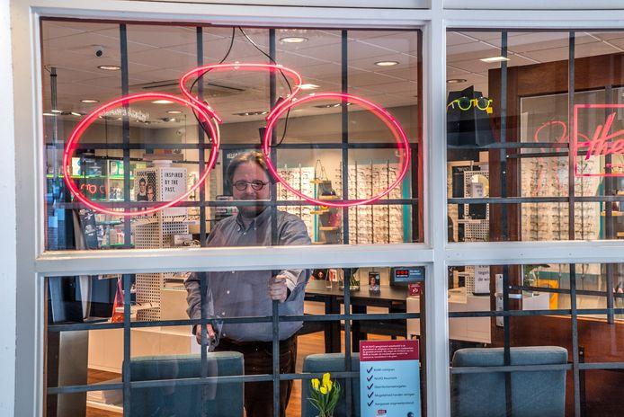 Casper Optometrie met nieuwe hekwerk om inbrekers tegen te gaan
