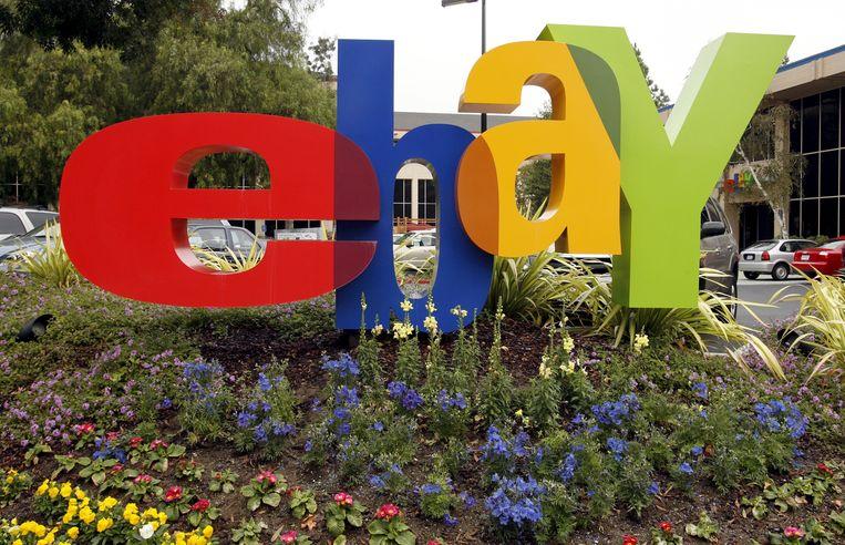 Het logo van Ebay aan het hoofdkantoor in San Jose, California.