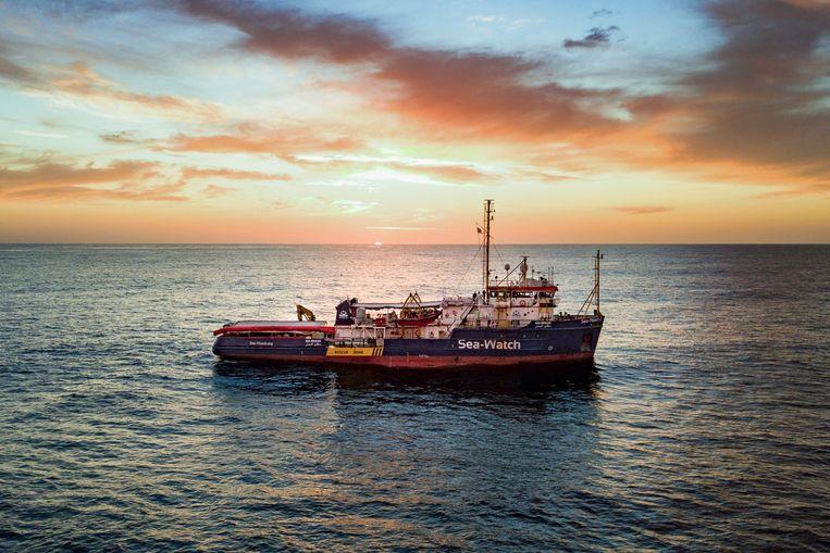 Een Sea-Watch reddingschip in de Middellandse Zee, in januari 2019. Beeld AP