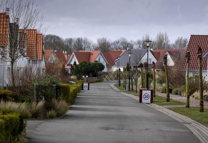 Een grotendeels verlaten vakantiepark Roompot Cadzand.