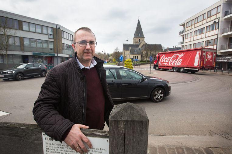 De gemeente laat de vrachtwagens tellen die op de gewestweg pal door het centrum rijden. Met de cijfers wil de gemeente het agentschap Wegen & Verkeer in Limburg overtuigen om het ognewest zwaar verkeer te bannen van de gewestweg.