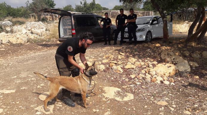Een graaf- en zoekactie in de Turkse heuvels rond Silifke door Turkse politie en honden leverde donderdag niets op.