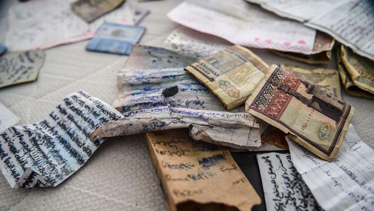 Papier en geld in het appartement waar Masharipov gevonden werd in Instanbul. Beeld afp