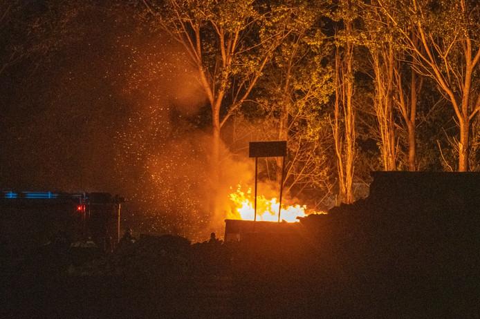 Brand in een afvalcontainer SUEZ aan de Schans in Alphen.