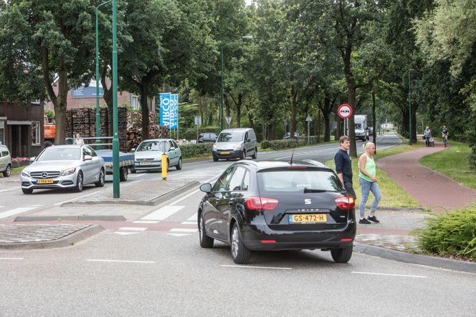 Bewoners van Nuenen-Zuid zijn bang voor veel extra verkeer op de Geldropsedijk vanuit nieuwbouwwijk Nuenen-West