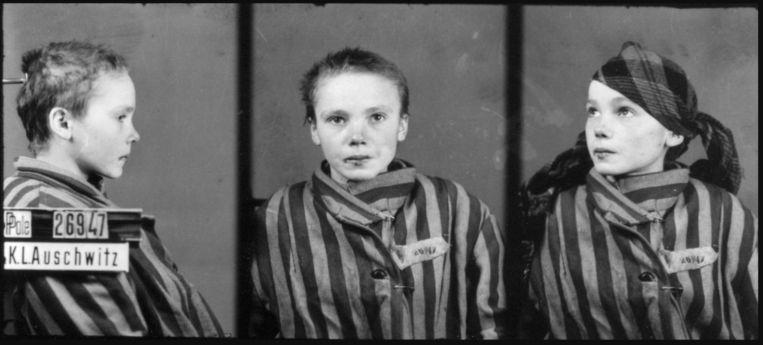 De originele zwart-witfoto's van het 14-jarige Poolse meisje Czesława Kwoka .