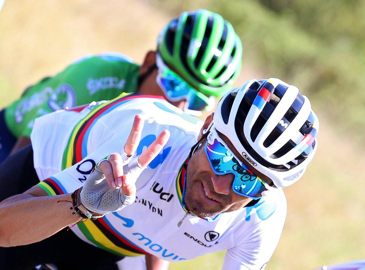 Alejandro Valverde viel, maar zonder veel schade.