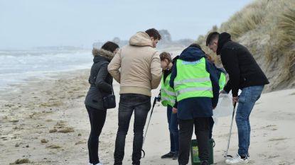 """""""Wij schrijven écht niet alleen maar boetes uit"""": West-Vlaamse politieschool zamelt geld in voor strijd tegen zwerfvuil op stranden"""