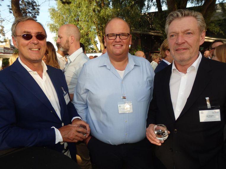Edwin van den Heijkant (m, chef-kok Hilton Schiphol) met Ton Bisterbosch (l, Imbosch Invest) en Jan Weegink (Stonebranch), beiden algemeen erkend Haringpartytijgers. Beeld Hans van der Beek