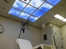 Wolkenplafonds in Maasziekenhuis 'verminderen stress'