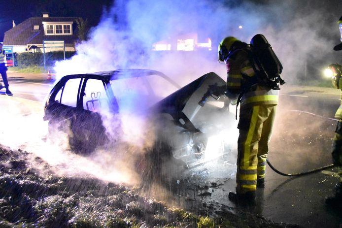 Auto in vlammen opgegaan in Nederhemert.