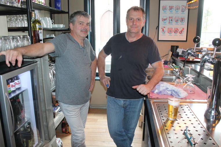 Boezemvrienden Marc De Rouck en Mark Baudewyns staan voortaan achter de tapkranen van La Morsa.