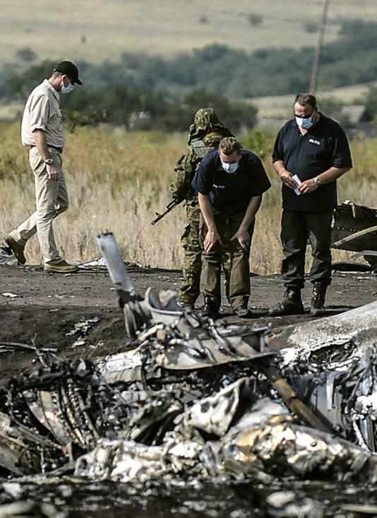Onderzoek bij de wrakstukken van MH17, vlakbij Grabovo in Oost-Oekraïne.
