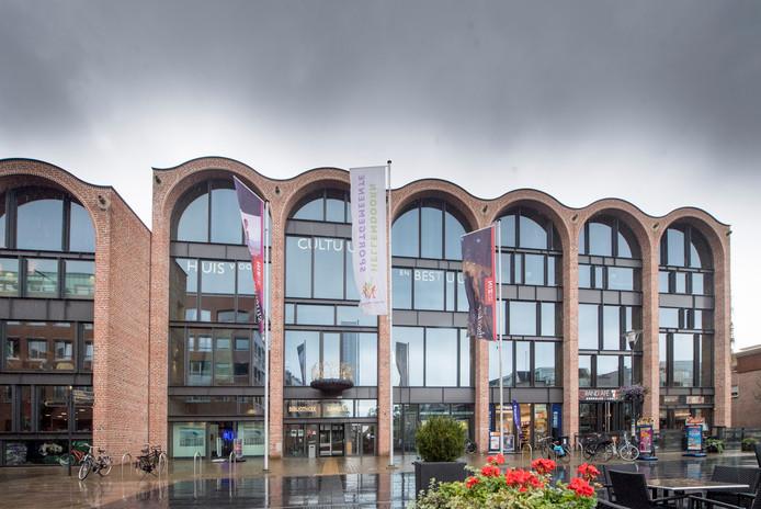 Moeilijke tijden dienen zich aan voor de gemeente Hellendoorn.  Er moeten vele miljoenen euro's worden bezuinigd om het gemeentelijke huishoudboekje sluitend te krijgen.