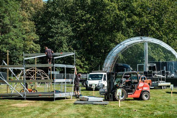 De opbouw van het Ubuntu festival.